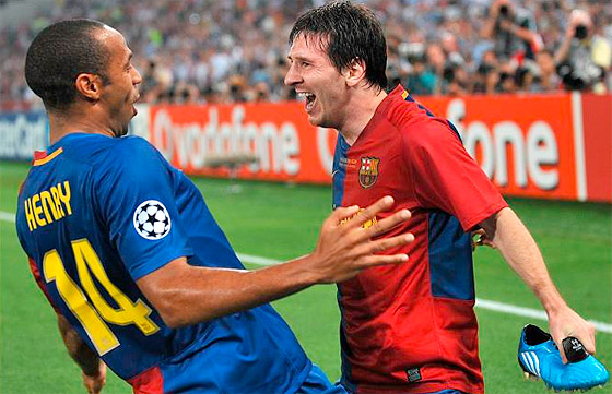 Thierry Henry och Lionel Messi gläds efter det fantastiska nickmålet.