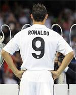 Cristiano Ronaldo får tröja nummer nio i Real Madrid. Precis som hans brasilianske namne hade tidigare i samma klubb.