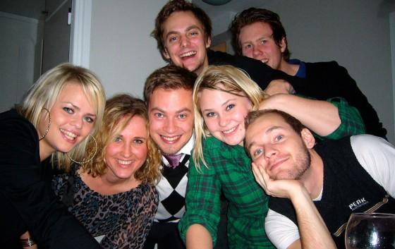 Några av gårdagens partydeltagare. Undre raden från vänster: Jessica, Emma, jag, Jenny och Jocke. Tornar över oss gör en lycklig Staffan och en smygande Mathias.