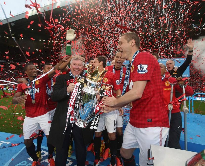 Efter säsongens näst sista match, mot Swansea, så delades Premier League-pokalen ut och Sir Alex Ferguson hyllades välförtjänt.