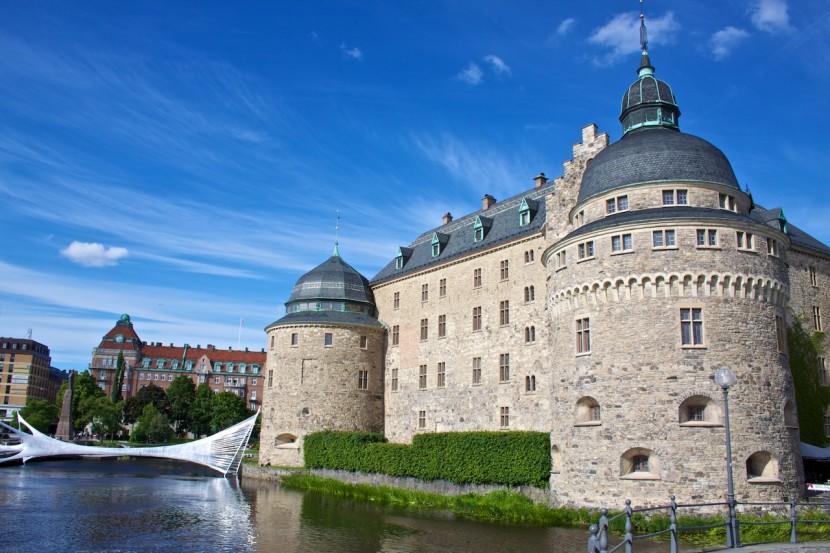 """Konstverket som är i anslutning till slottet heter """"Tape Örebro"""" och ska tydligen gå att krypa in i."""