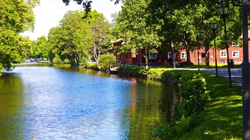 Svartån ringlar sig fram förbi Wadköping.