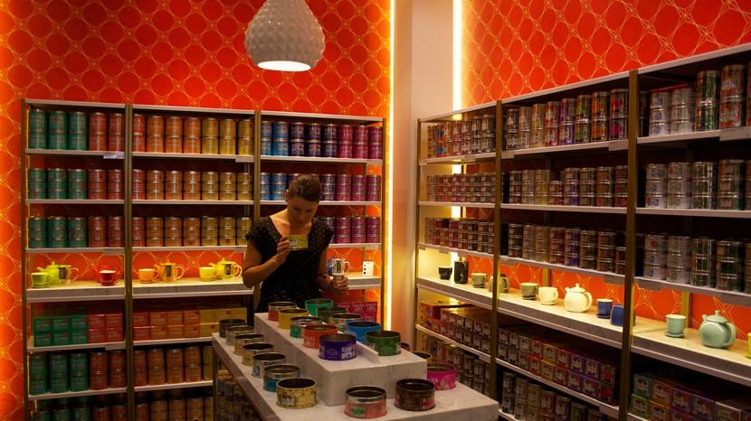Inne i Kusmis flagship store på Champs-Élysées.