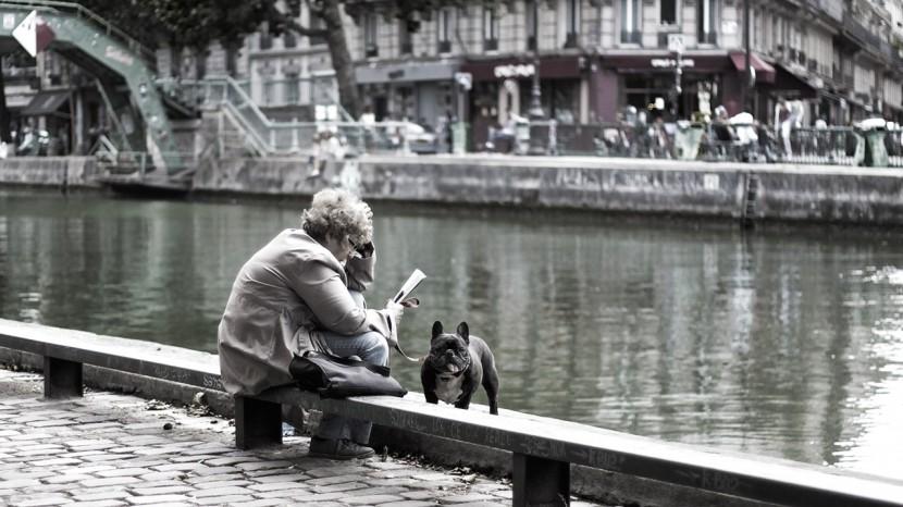 paris_marais_kvinnaochhund