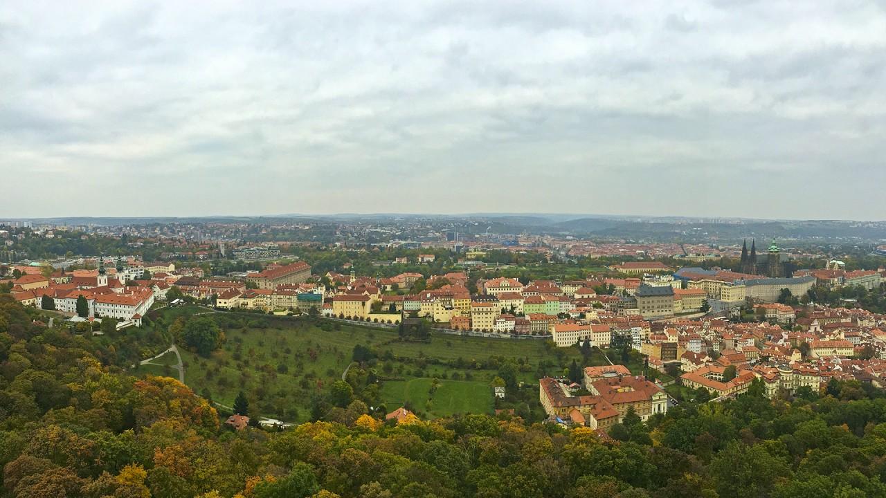 Utsikt från Petřínkullens utsiktstorn.
